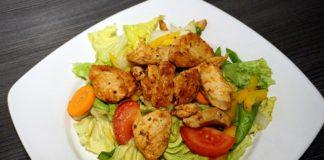 Fitness Salat mit Hähnchenstreifen