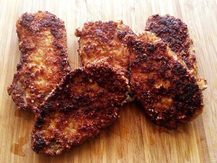 Low Carb Schnitzel mit Schweinekrusten