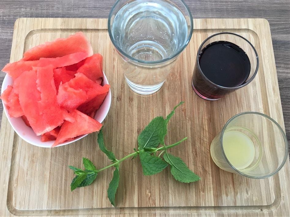 Zutaten für Smoothie mit Wassermelone und Traube