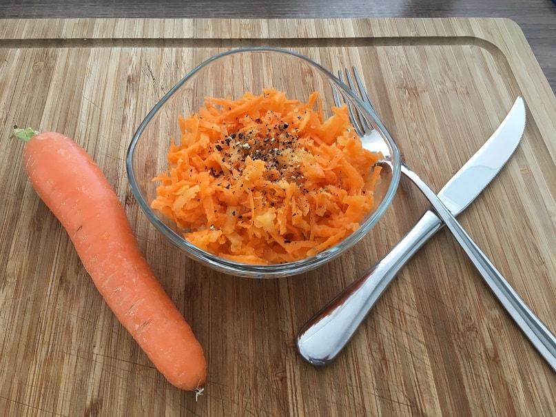 Zubereitung Gesunder Apfel-Karottensalat