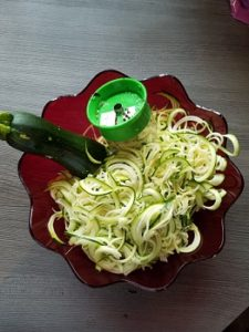 Zubereitung des Low Carb Rezept Zucchini Bolognese