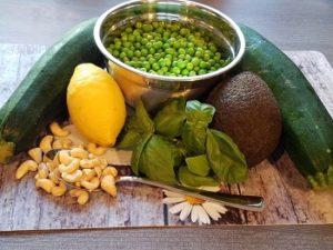 vegane Zucchini-Nudeln mit Avocadopesto, veganes Rezept