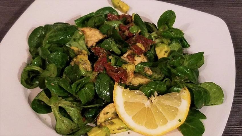 Avocado Salat mit Chia Samen