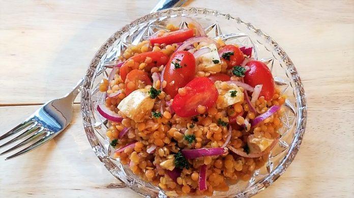 Linsensalat mit Tomaten und Mozzarella