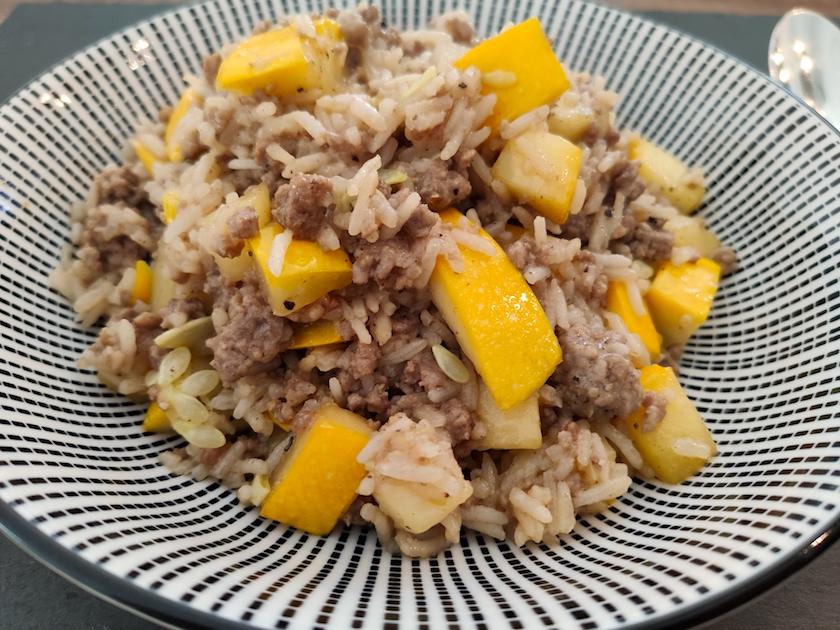 Gelbe Zucchini Reispfann