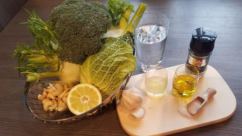 Cremige Brokkoli Fenchel Suppe mit Cashewkernen